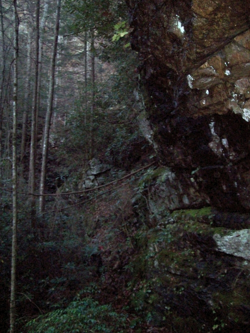 Cliff between Lilybeth falls and Devils Slide Falls (find BolDar)